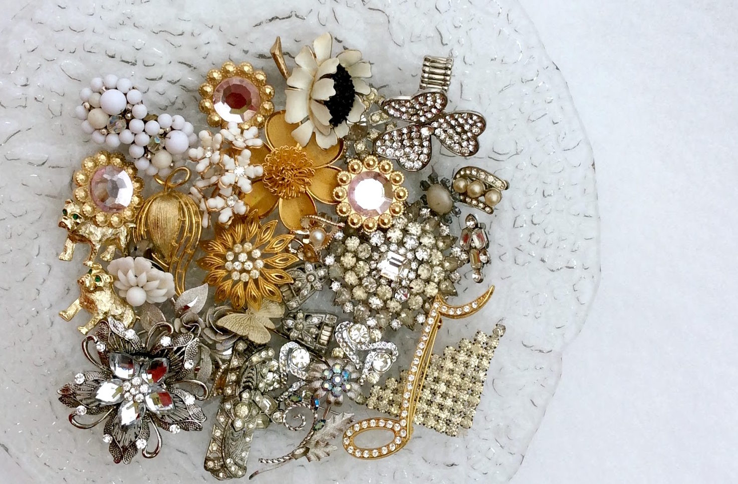 vintage brooches for a bouquet